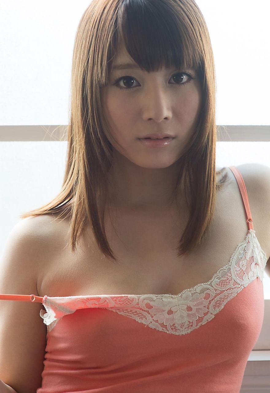 キャミソール 美女 乳首 透ける チクポチ エロ画像【12】