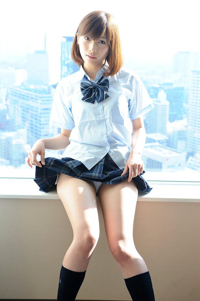 美女 パンツ チラリ スカート たくし上げ エロ画像【38】