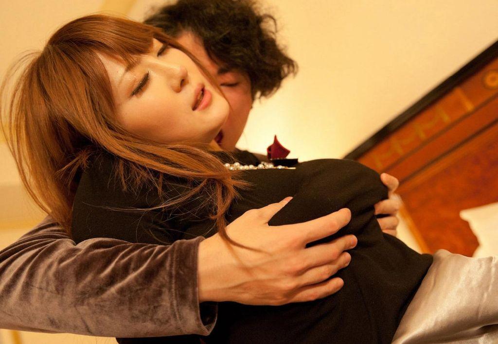 巨乳 おっぱい 揉む エロ画像【25】