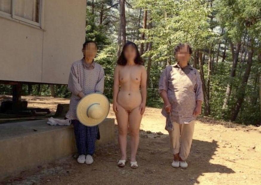 熟女 直立 ヌード おばさん 全裸 気をつけ エロ画像