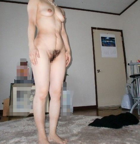 熟女 直立 ヌード おばさん 全裸 気をつけ エロ画像【9】