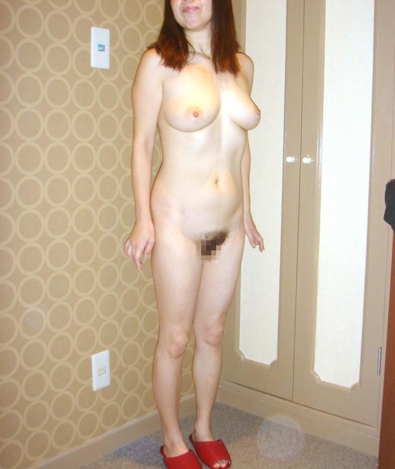 熟女 直立 ヌード おばさん 全裸 気をつけ エロ画像【10】