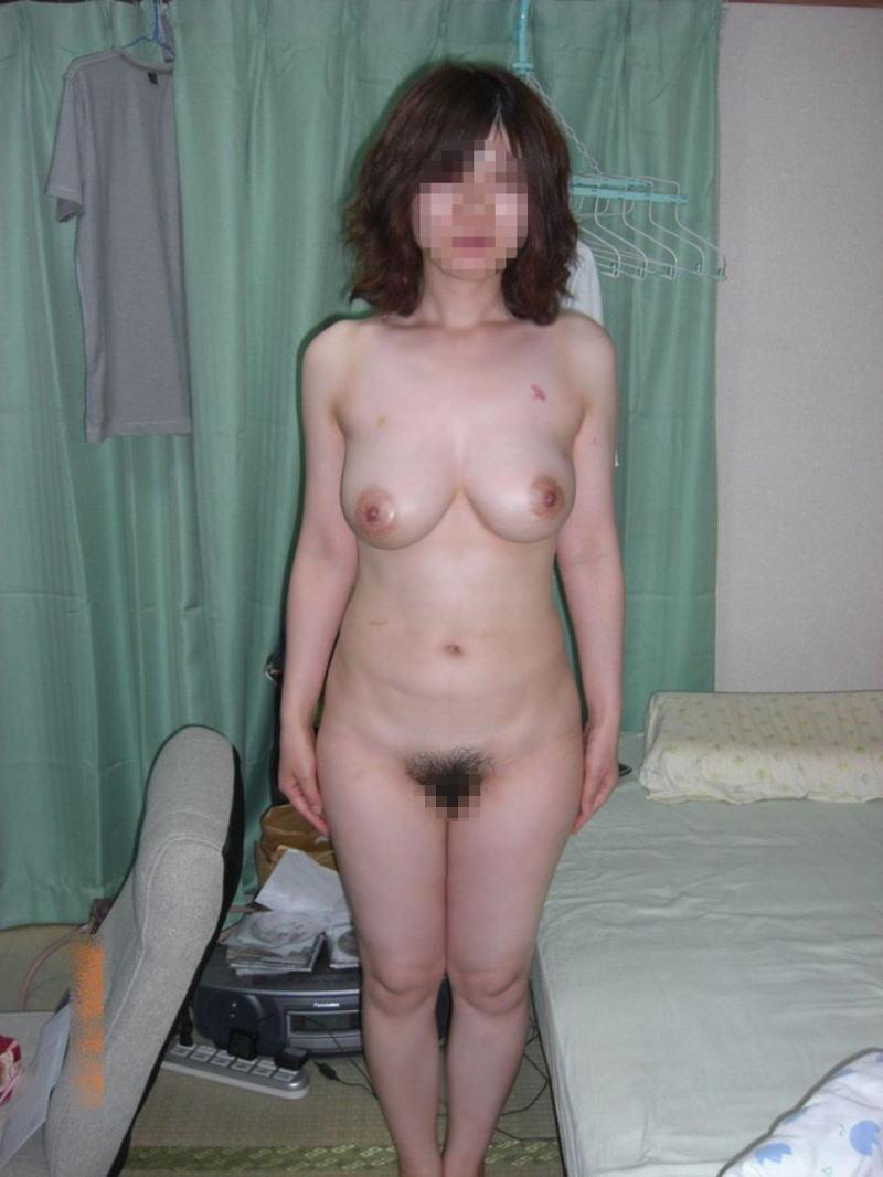 熟女 直立 ヌード おばさん 全裸 気をつけ エロ画像【24】