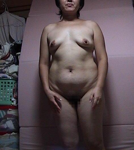 熟女 直立 ヌード おばさん 全裸 気をつけ エロ画像【36】