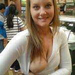外国人が片乳ポロリしているおっぱい一つのエロ画像