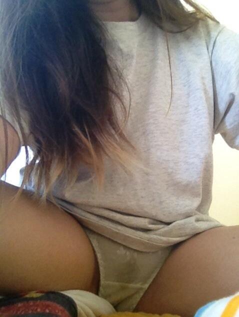 パンツのシミ 着衣 シミパン エロ画像【2】