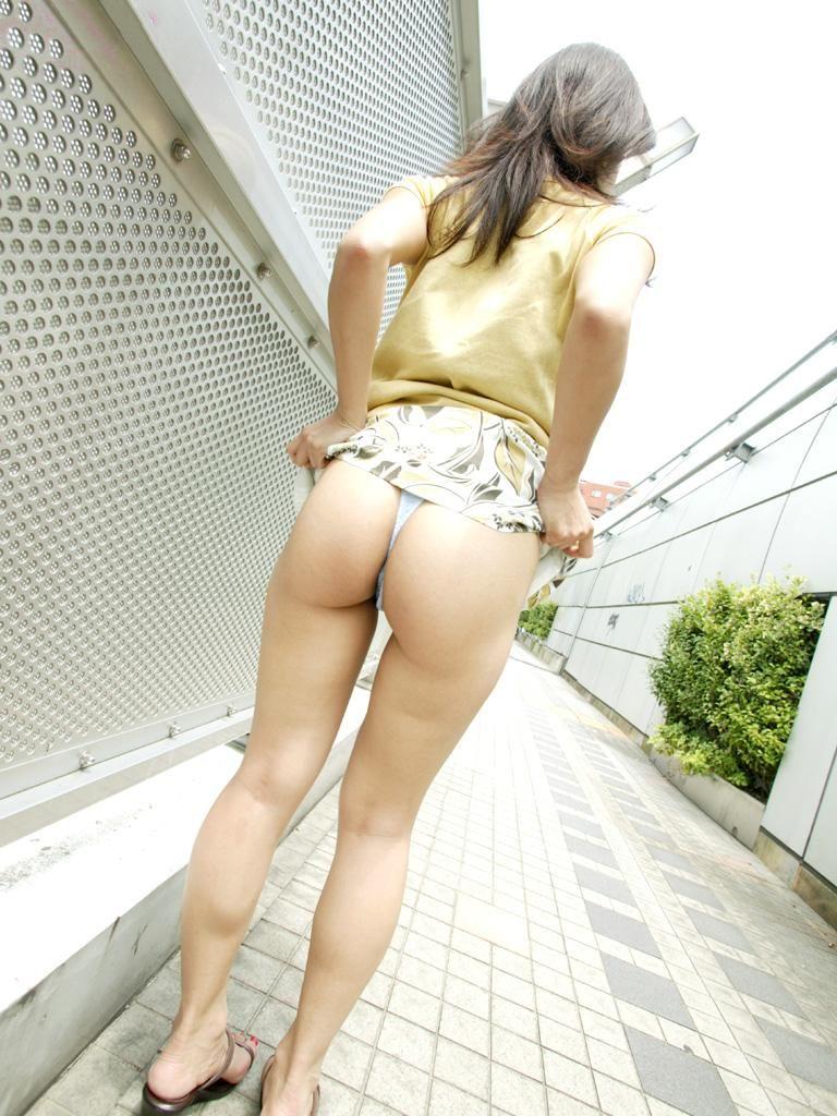 お尻 捲る スカート たくし上げ エロ画像【10】