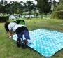 公園・芝生にパンツが溢れる休日のパンチラエロ画像