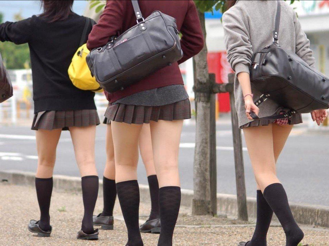 鞄 パンチラ バッグ スカート 引っ掛かる パンツ ハプニング エロ画像【27】