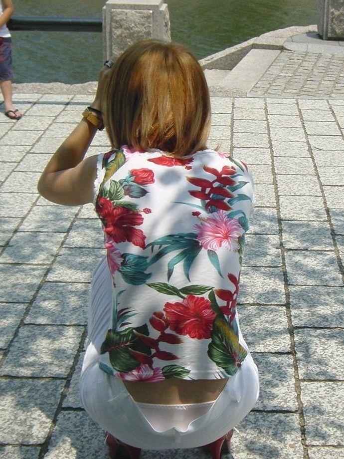 ヤンママ パンチラ 10代 20代 若い 人妻 パンツ エロ画像【4】