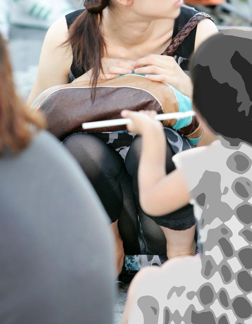 ヤンママ パンチラ 10代 20代 若い 人妻 パンツ エロ画像【10】