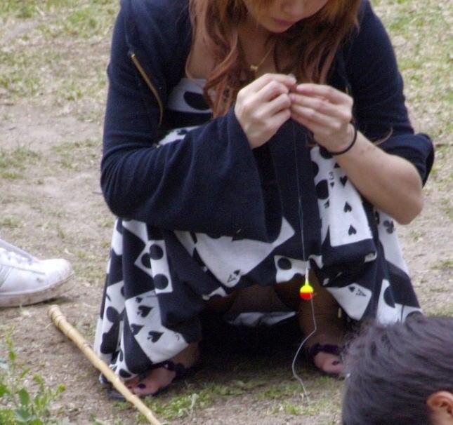 ヤンママ パンチラ 10代 20代 若い 人妻 パンツ エロ画像【24】