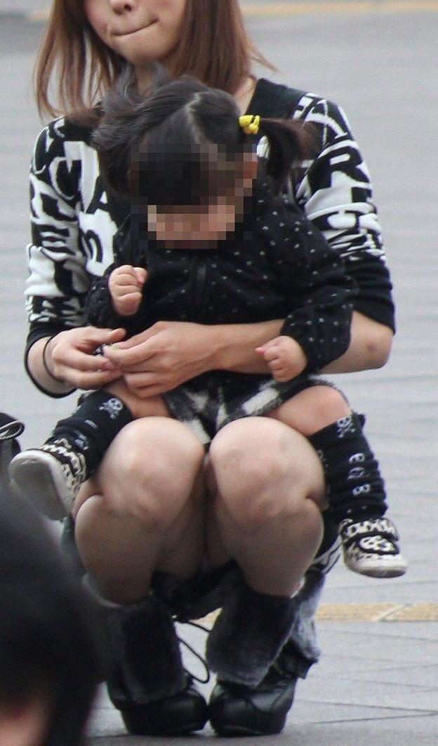 ヤンママ パンチラ 10代 20代 若い 人妻 パンツ エロ画像【32】