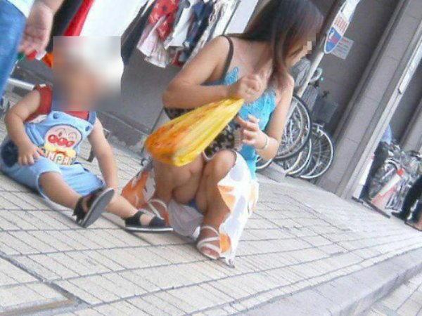 ヤンママ パンチラ 10代 20代 若い 人妻 パンツ エロ画像【33】