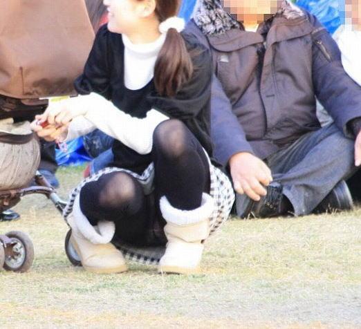 ヤンママ パンチラ 10代 20代 若い 人妻 パンツ エロ画像【36】