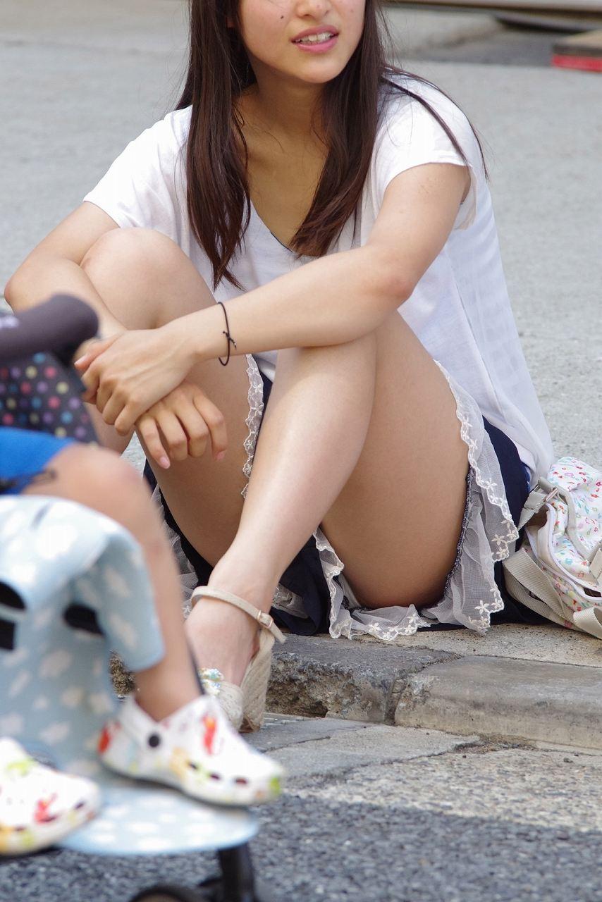 ヤンママ パンチラ 10代 20代 若い 人妻 パンツ エロ画像【43】