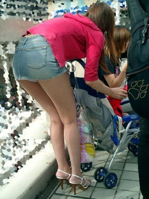 ヤンママ パンチラ 10代 20代 若い 人妻 パンツ エロ画像【44】