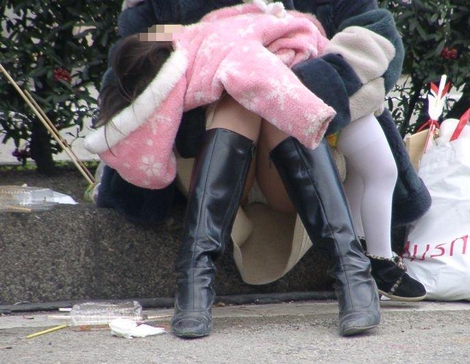 ヤンママ パンチラ 10代 20代 若い 人妻 パンツ エロ画像【47】
