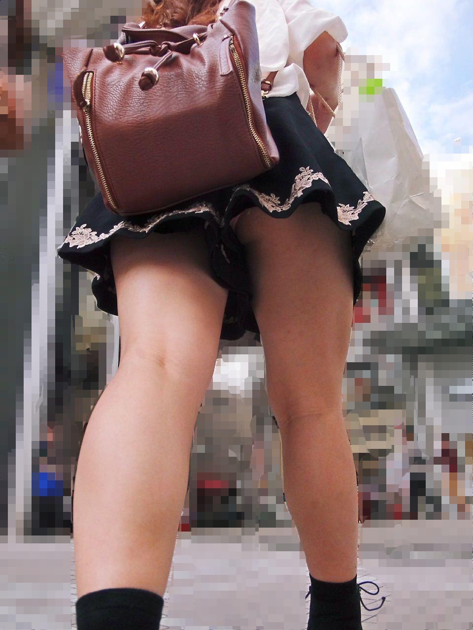 キュロット 隙間 パンツ 逆さ撮り パンチラ エロ画像【20】
