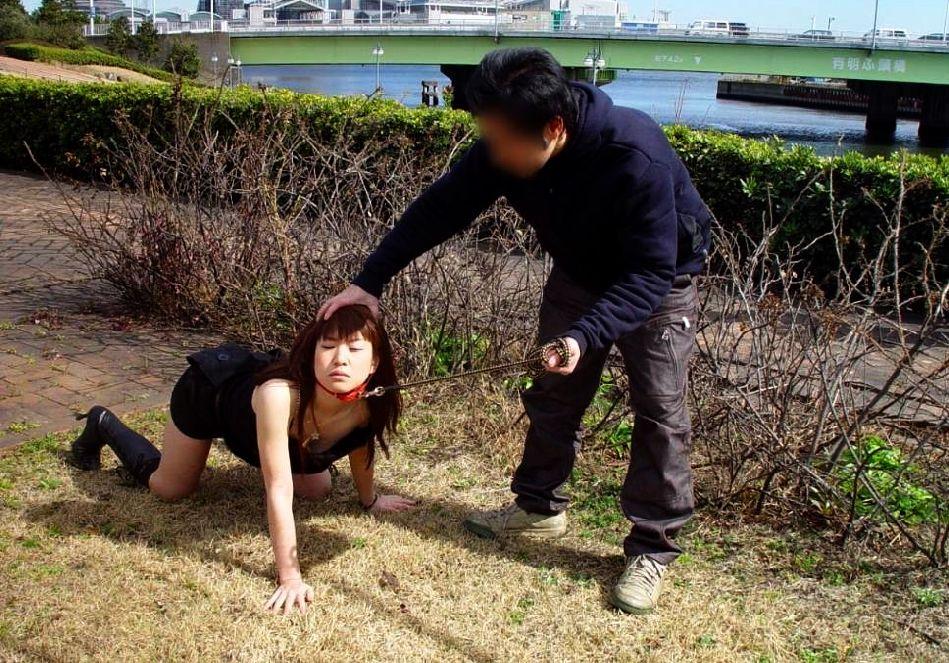 野外調教 メス犬 首輪 散歩 放置 エロ画像【23】