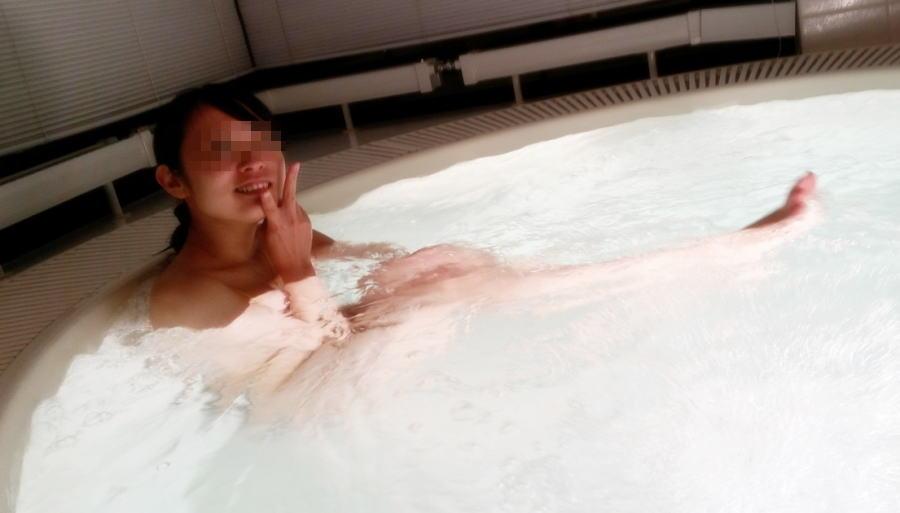 全裸 ピース 記念写真 彼女 妻 エロ画像【24】