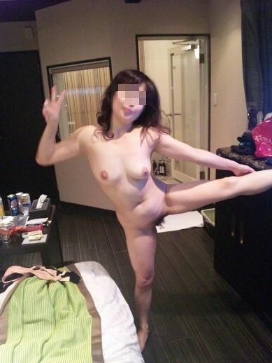 全裸 ピース 記念写真 彼女 妻 エロ画像【31】