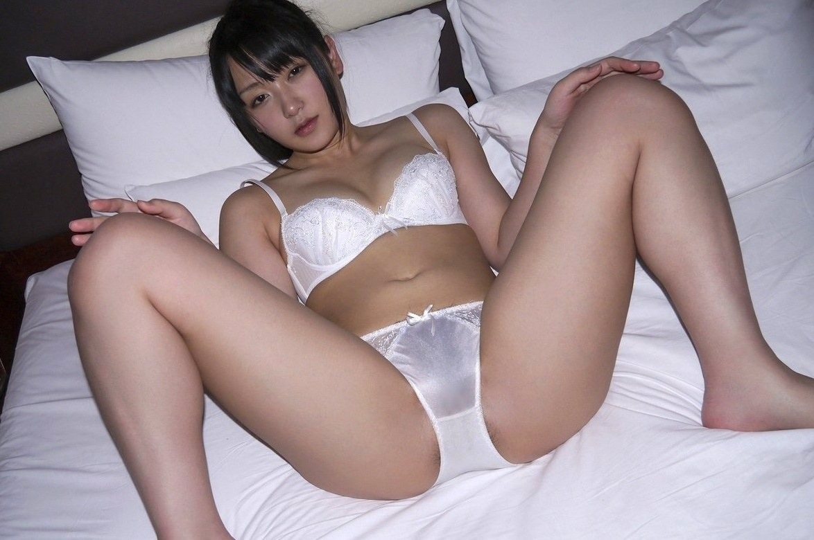 脚 太もも 太い 下半身 むっちり 美女 エロ画像【22】