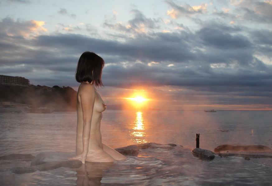 露天風呂なう!温泉旅行の記念に撮影された投稿画像