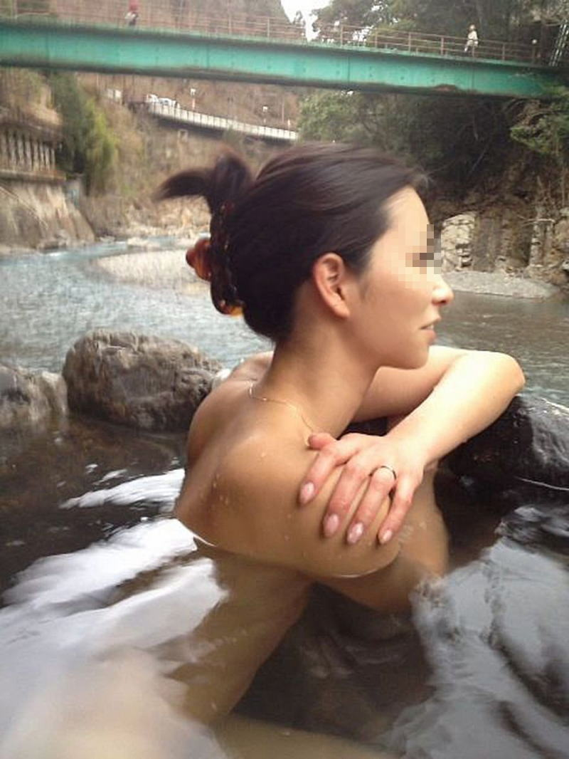 あうらママ 無修正 露天風呂 温泉旅行 記念 投稿 エロ画像【33】