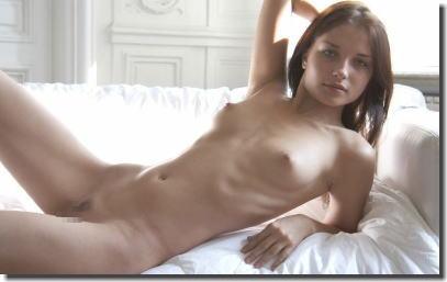 細くて可愛い白人美女のガリガリガーリーなエロ画像 ①