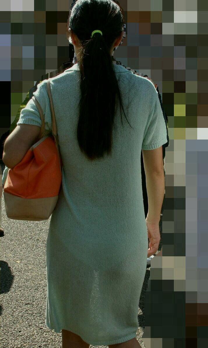 街中 おばさん お尻 透けパン 熟女 街撮り エロ画像【2】