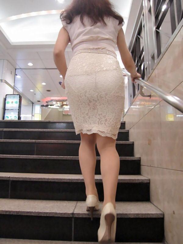 街中 おばさん お尻 透けパン 熟女 街撮り エロ画像【11】