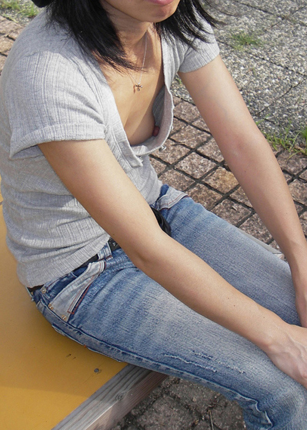 おばさん 乳首 熟女 胸チラ ハプニング エロ画像【6】