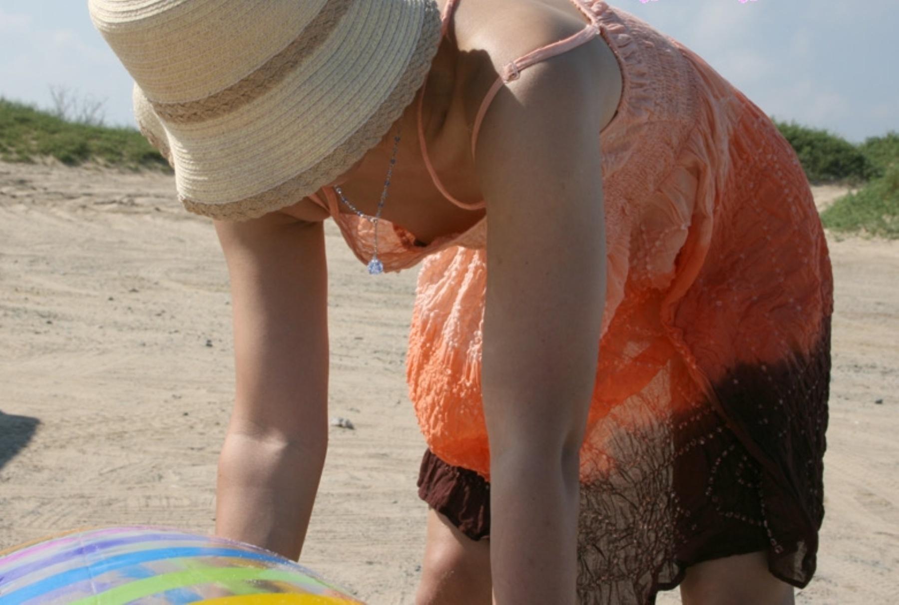 おばさん 乳首 熟女 胸チラ ハプニング エロ画像【8】