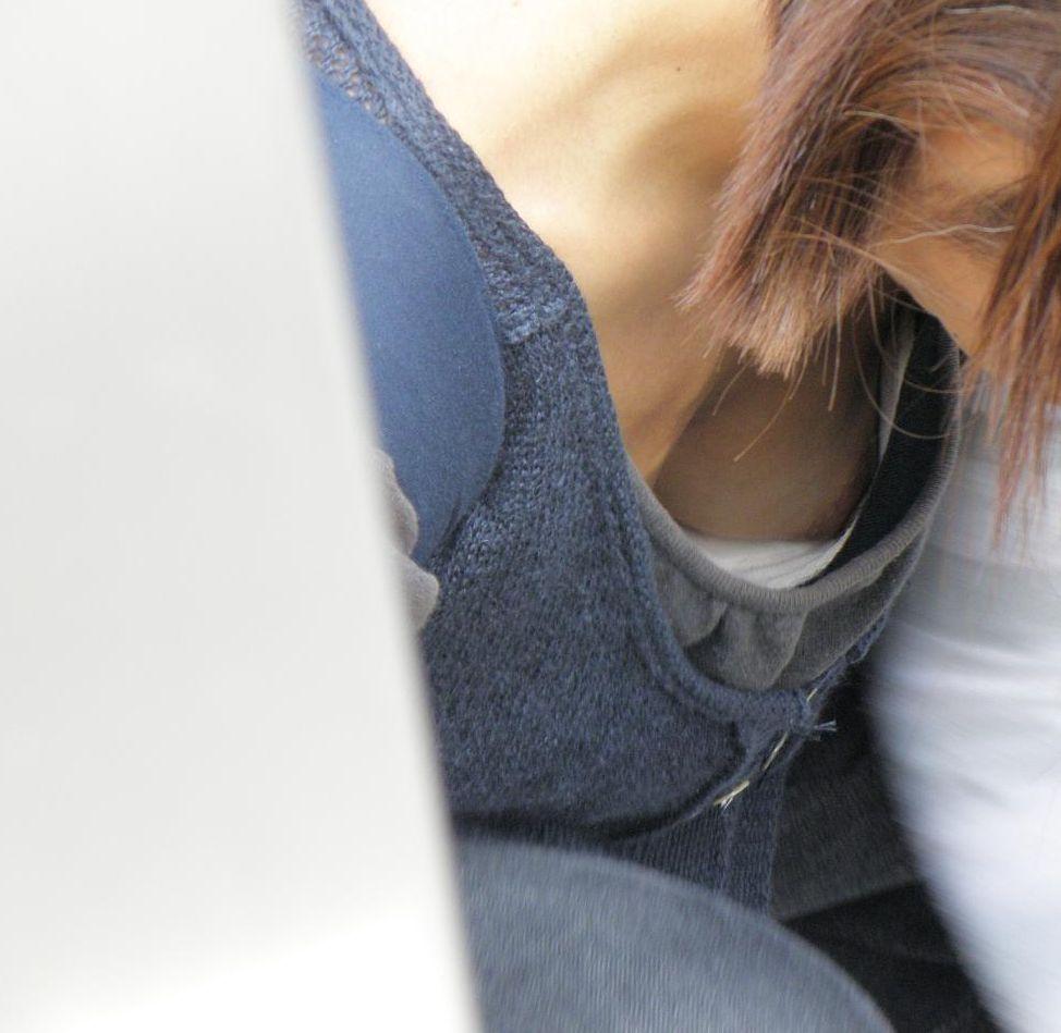 おばさん 乳首 熟女 胸チラ ハプニング エロ画像【11】