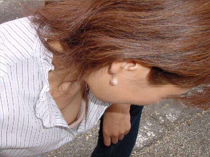 おばさん 乳首 熟女 胸チラ ハプニング エロ画像【16】