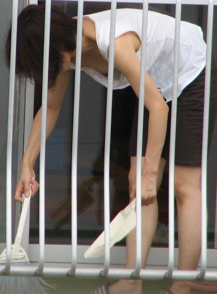 おばさん 乳首 熟女 胸チラ ハプニング エロ画像【18】