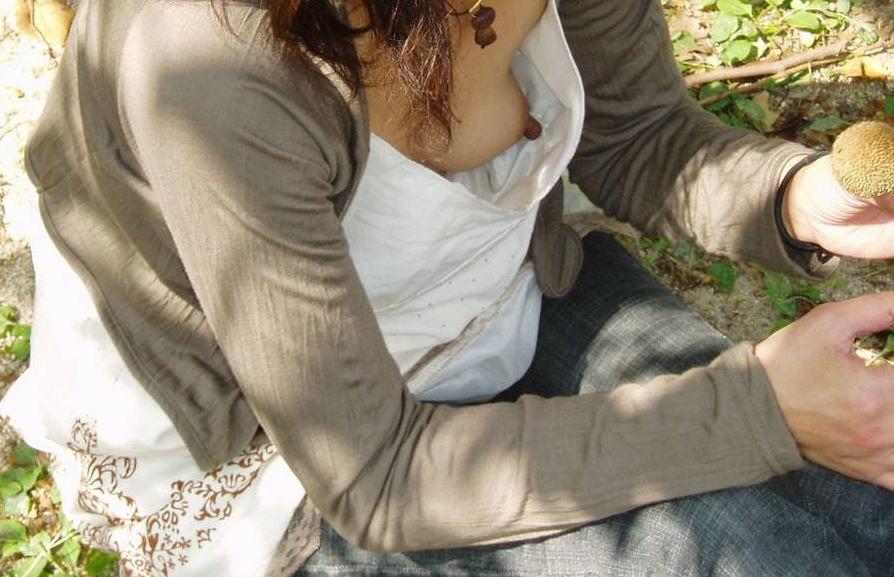 おばさん 乳首 熟女 胸チラ ハプニング エロ画像【27】