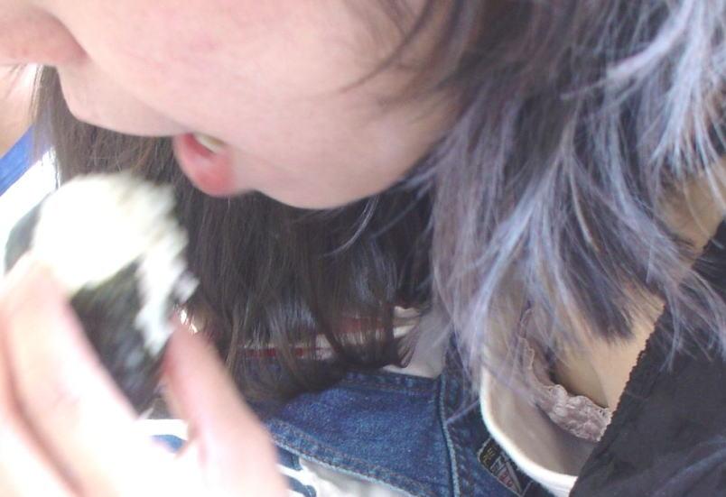おばさん 乳首 熟女 胸チラ ハプニング エロ画像【31】