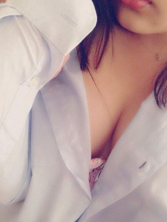 制服 乳首 ブラジャー JK 胸チラ エロ画像【7】