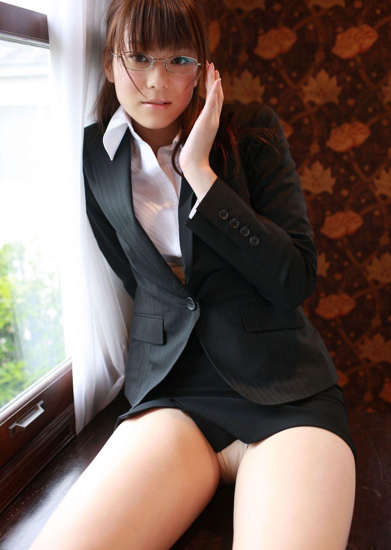 眼鏡 美人 メガネ OL パンチラ エロ画像【15】