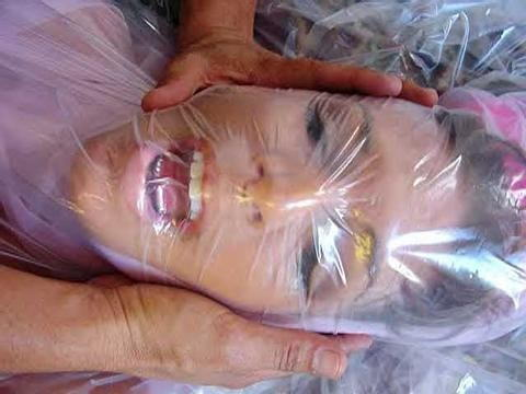 窒息プレイ ビニール袋 被る 息苦しい エロ画像【4】