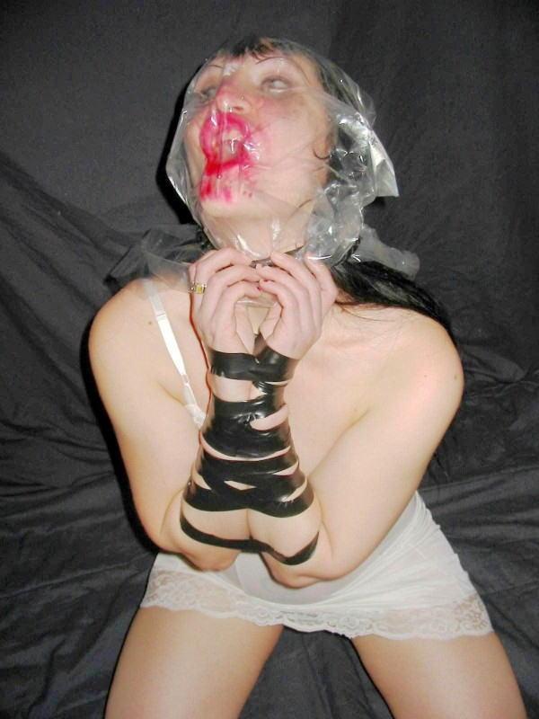 窒息プレイ ビニール袋 被る 息苦しい エロ画像【13】