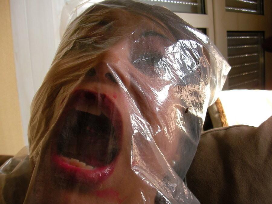 窒息プレイ ビニール袋 被る 息苦しい エロ画像【19】