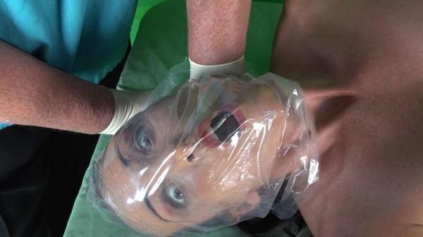 窒息プレイ ビニール袋 被る 息苦しい エロ画像【21】