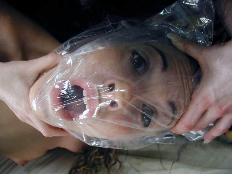 窒息プレイ ビニール袋 被る 息苦しい エロ画像【24】
