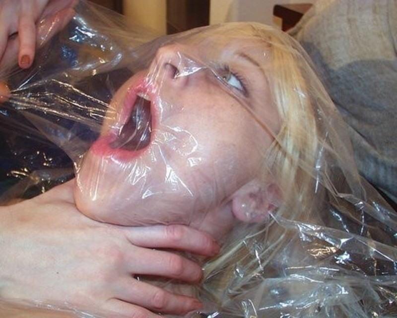 窒息プレイ ビニール袋 被る 息苦しい エロ画像【27】
