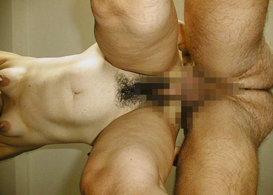 結合部をローアングルで見上げるセックス逆さ撮りのエロ画像