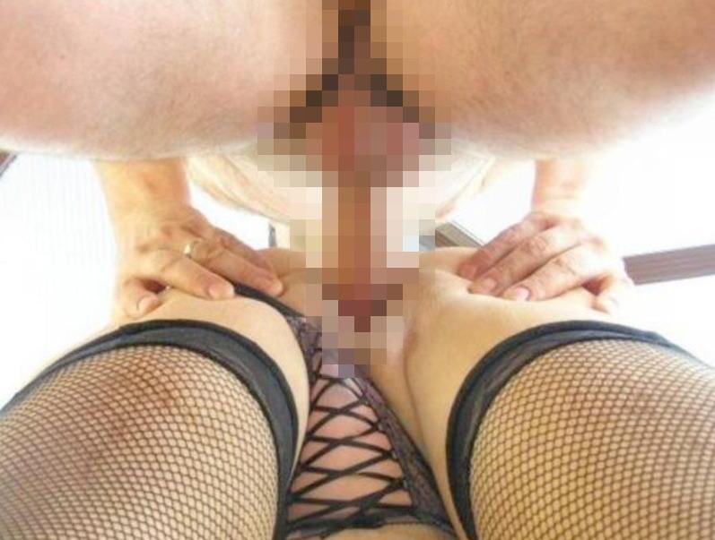 結合部 ローアングル 見上げる セックス 逆さ撮り エロ画像【3】