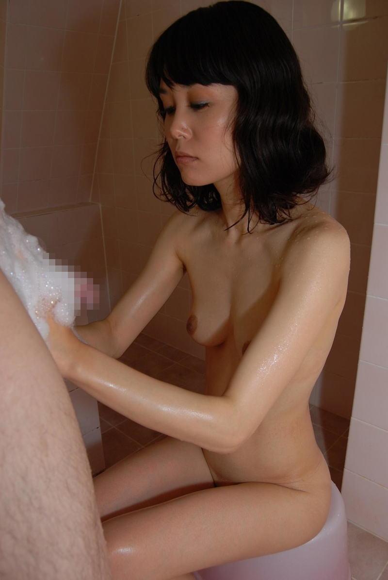 お風呂 泡 手コキ 泡まみれ チンコ エロ画像【5】